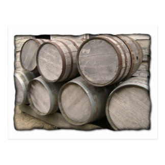 Barriles de madera rústicos postales