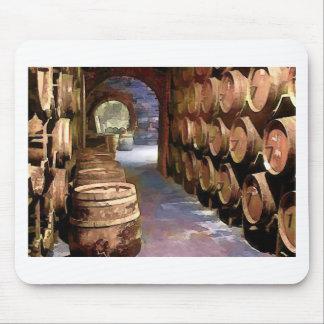 Barriles de vino en la bodega tapetes de ratón