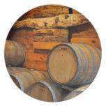 barriles de vino plato para fiesta