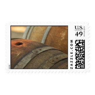 Barriles de vino usados para almacenar el vino del franqueo