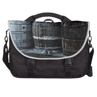 Barriles rústicos del whisky del país bolsas de portatil