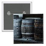 Barriles rústicos del whisky del país pins