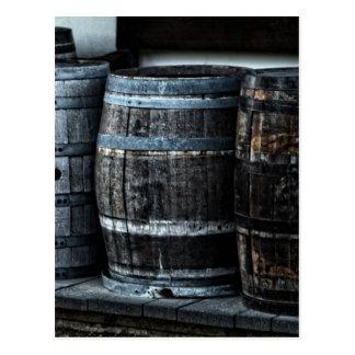 Barriles rústicos del whisky del país tarjetas postales