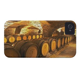 Barrles del roble en el sótano en Domaine Comte iPhone 4 Carcasa