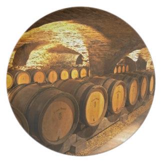 Barrles del roble en el sótano en Domaine Comte Plato De Comida