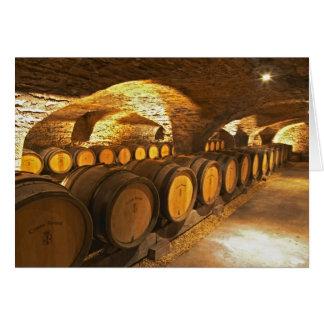 Barrles del roble en el sótano en Domaine Comte Tarjeta De Felicitación