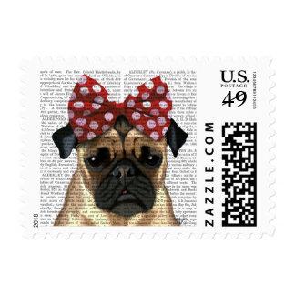 Barro amasado con el arco manchado rojo en la timbre postal