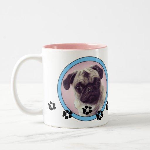 Barro amasado en una taza