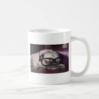 Barro amasado en vidrios tazas de café
