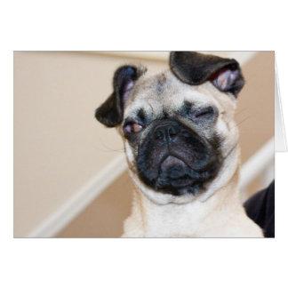 Barro amasado que mira con un ojo cerrado tarjeta de felicitación