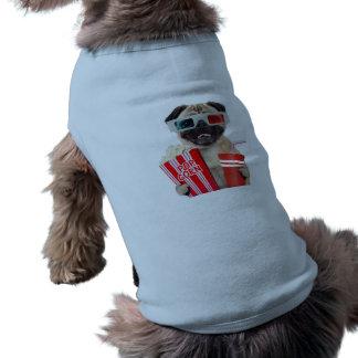 Barro amasado que mira una película playera sin mangas para perro