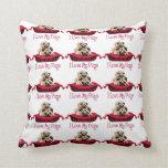 Barros amasados adorables en camas coloridas del p almohadas