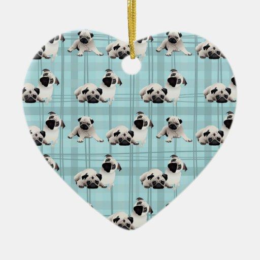Barros amasados en la tela escocesa azul gris 1 adorno navideño de cerámica en forma de corazón