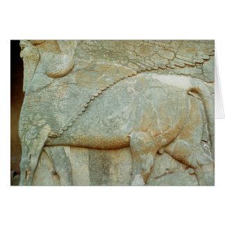 Bas-alivio de un toro antropomorfo tarjeton