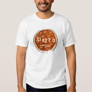 Base de la pizza con la salsa de tomate y la polera
