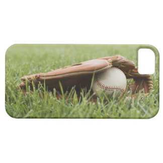 Baseball mitt with ball in grass iPhone SE/5/5s case