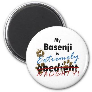 Basenji extremadamente travieso imanes de nevera