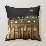 Basílica de la Ciudad del Vaticano en la noche Cojín
