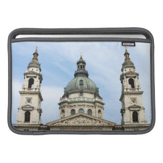 Basílica y ClockTower del St Stephens en Budapest Funda Macbook Air