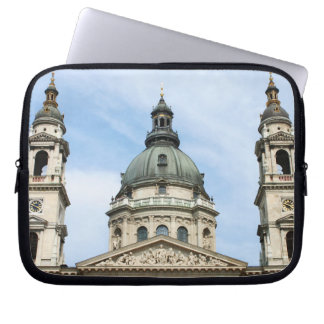 Basílica y ClockTower del St Stephens en Budapest Fundas Portátiles