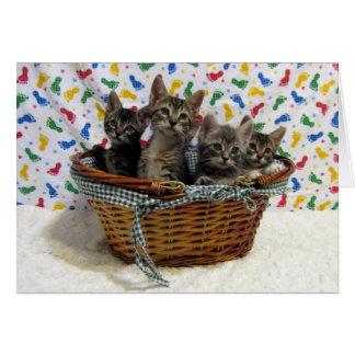 Basketful de la tarjeta de cumpleaños de los