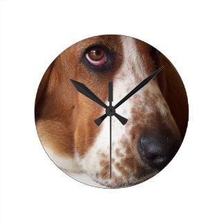 basset-hound-7 round clock