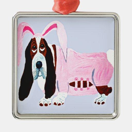 Basset Hound en juego rosado del conejito Ornamento Para Reyes Magos