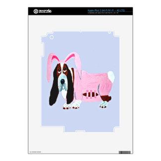 Basset Hound en juego rosado del conejito iPad 3 Pegatinas Skins