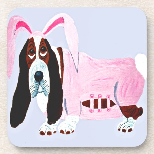 Basset Hound en juego rosado del conejito Posavasos De Bebidas