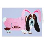 Basset Hound en juego rosado del conejito Tarjeta