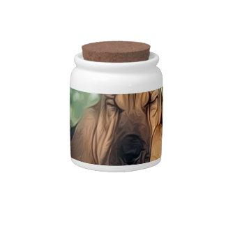 Bassett en la cerca jarra para caramelo