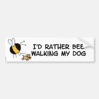 bastante abeja que camina mi perro etiqueta de parachoque