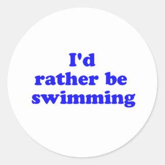 bastante nadando pegatina redonda