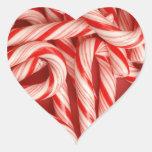 Bastones de caramelo deliciosos de hierbabuena del pegatina en forma de corazón