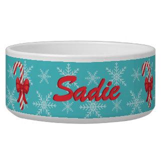 Bastones de caramelo festivos del navidad con tazones para perrros