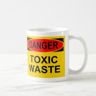Basura tóxica del peligro taza