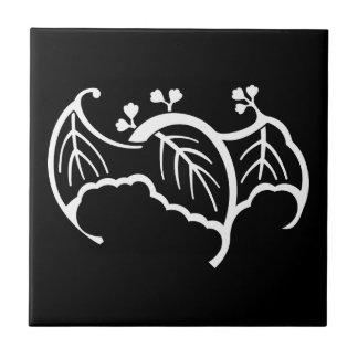 Bat-shaped paulownia tile
