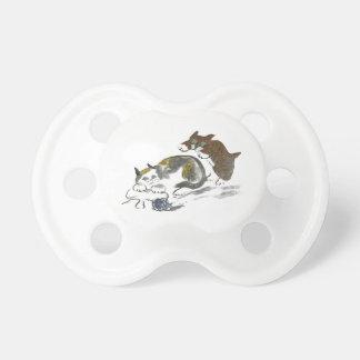 Batalla del hilado con el gatito y el gato chupetes de bebé