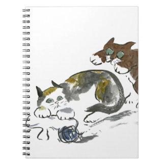 Batalla del hilado con el gatito y el gato libreta