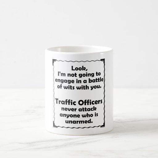 Batalla del oficial del tráfico de los ingenios taza de café