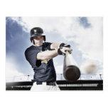 Bate de béisbol de balanceo 2 del jugador de tarjeta postal