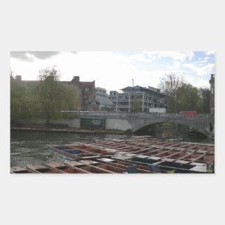 Bateas en la leva del río en Cambridge Pegatina Rectangular