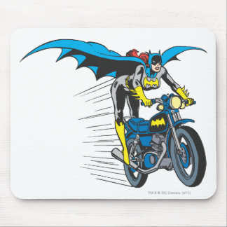 Batgirl en Batcycle Alfombrillas De Ratón