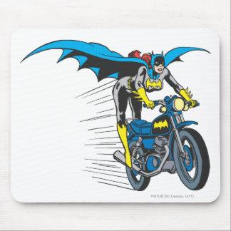 Batgirl en Batcycle Alfombrilla De Ratones