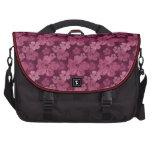 Batik rosado de las flores del hibisco bolsas para portatil