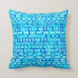 Batik tribal - turquesa, aguamarina y azul de cojín