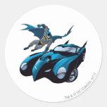 Batman balancea encima etiquetas redondas