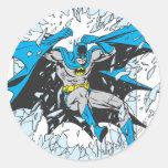 Batman estalla a través del vidrio pegatina redonda