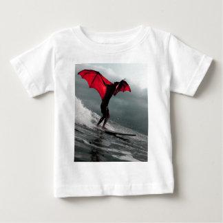 Batman fantasia kite surfing a wave tshirts