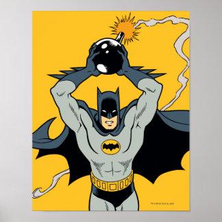 Batman que corre con la bomba posters
